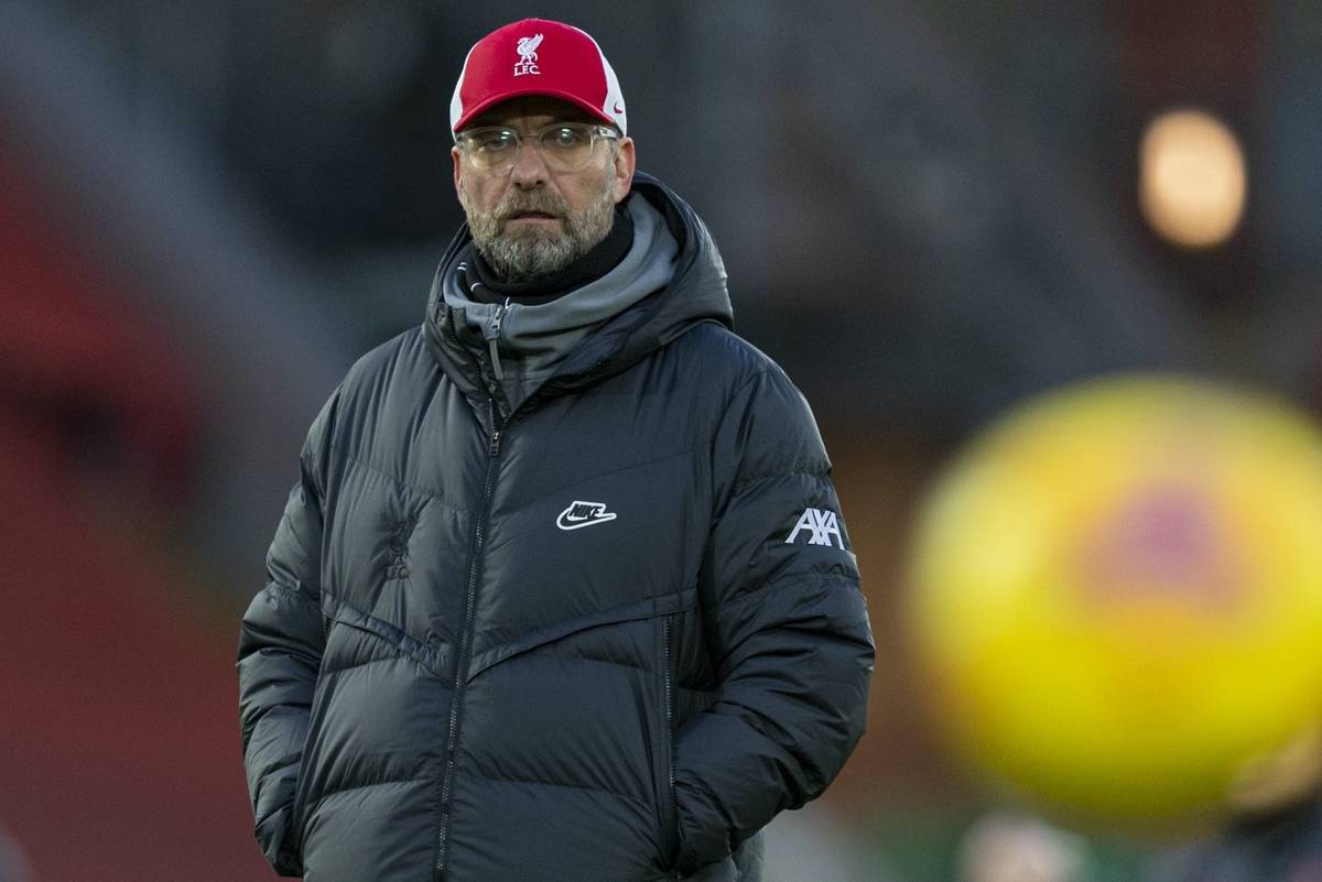 LIVERPOOL, ENGLAND - Sunday, January 17, 2021: Liverpool's manager Jürgen Klopp during the pre-match warm-up before the FA Premier League match between Liverpool FC and Manchester United FC at Anfield. (Pic by David Rawcliffe/Propaganda)
