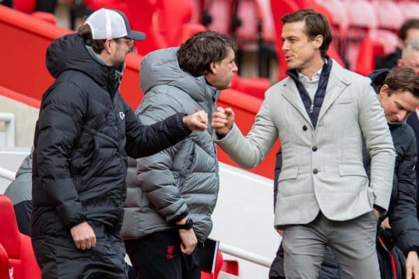 LIVERPOOL, ENGLAND - Sunday, March 7, 2021: Fulham's manager Scott Parker (R) fist bumps Liverpool's manager Jürgen Klopp during the FA Premier League match between Liverpool FC and Fulham FC at Anfield. (Pic by David Rawcliffe/Propaganda)