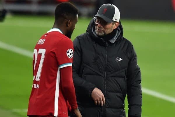 BUDAPEST, HUNGARY - Wednesday, March 10, 2021: Liverpool's manager Jürgen Klopp (L) prepares to bring on substitute Divock Origi during the UEFA Champions League Round of 16 2nd Leg game between Liverpool FC and RB Leipzig at the Puskás Aréna. (Pic by Propaganda)