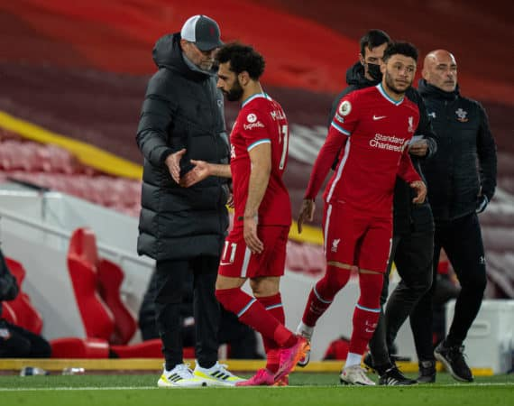LIVERPOOL, ENGLAND - Saturday, May 8, 2021: Liverpool's Mohamed Salah shakes hands with manager Jürgen Klopp as he is replaced by substitute Alex Oxlade-Chamberlain during the FA Premier League match between Liverpool FC and Southampton FC at Anfield. (Pic by David Rawcliffe/Propaganda)