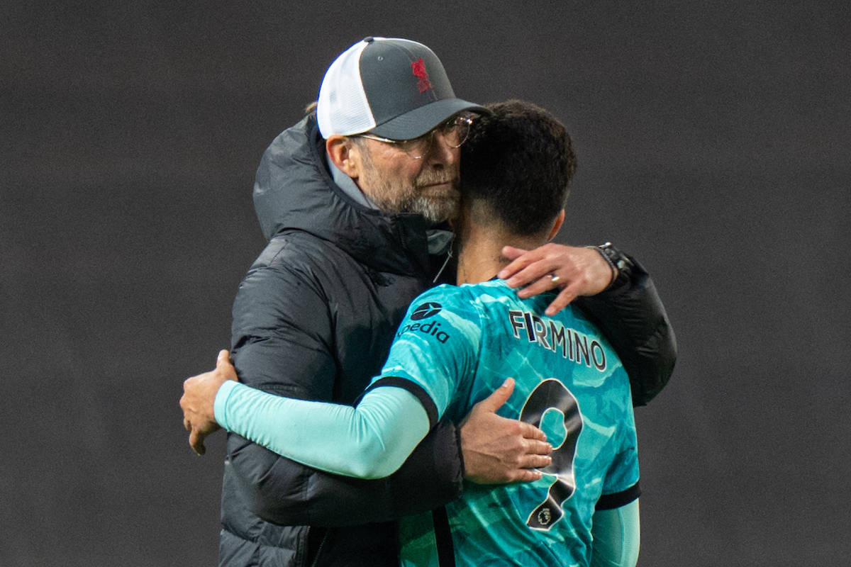 MANCHESTER, ENGLAND - Thursday, May 13, 2021: Liverpool's manager Jürgen Klopp embraces Roberto Firmino after the FA Premier League match between Manchester United FC and Liverpool FC at Old Trafford. Liverpool won 4-2. (Pic by David Rawcliffe/Propaganda)