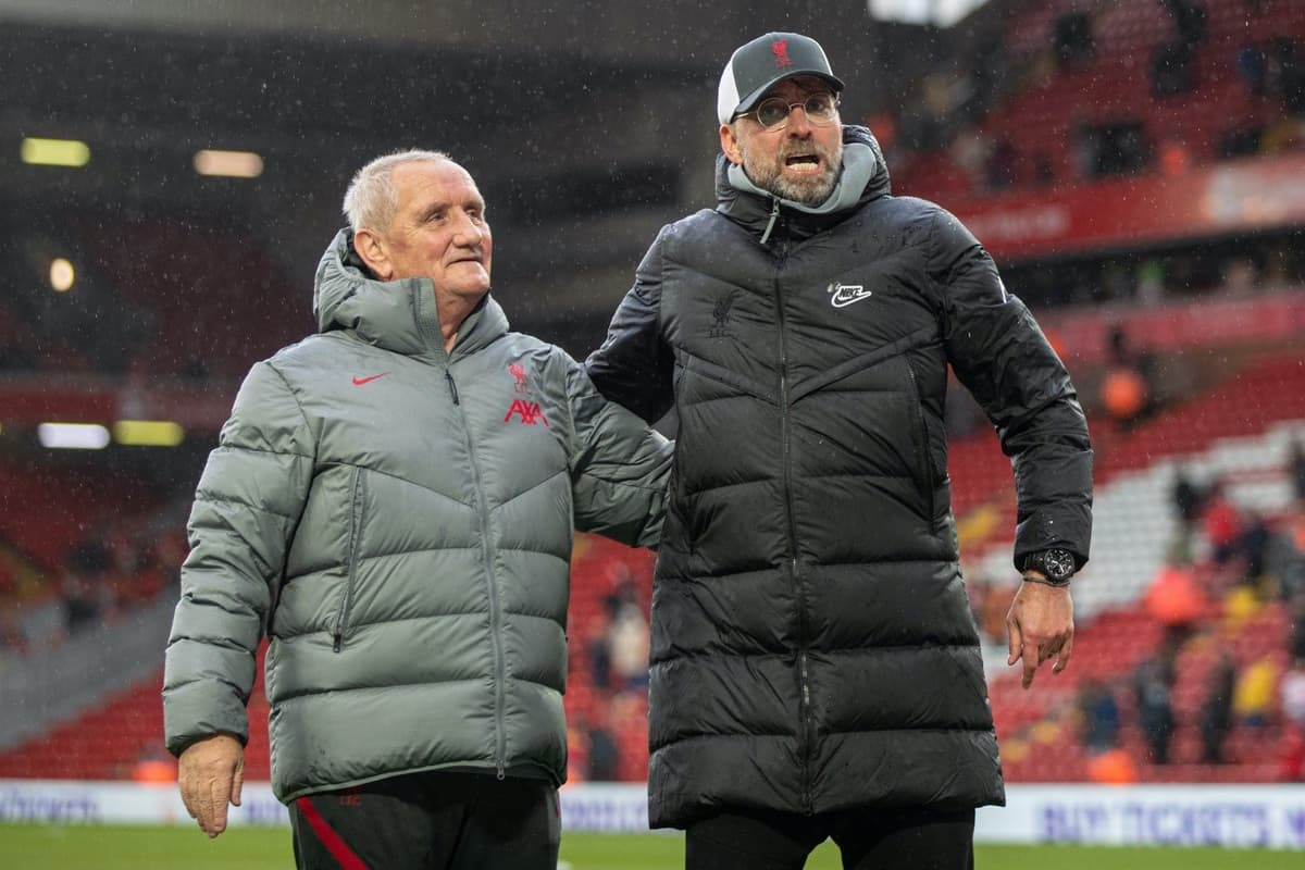 LIVERPOOL, ENGLAND - Sunday, May 23, 2021: Liverpool's manager Jürgen Klopp with retiring kit man Graham Carter during the final FA Premier League match between Liverpool FC and Crystal Palace FC at Anfield. (Pic by David Rawcliffe/Propaganda)