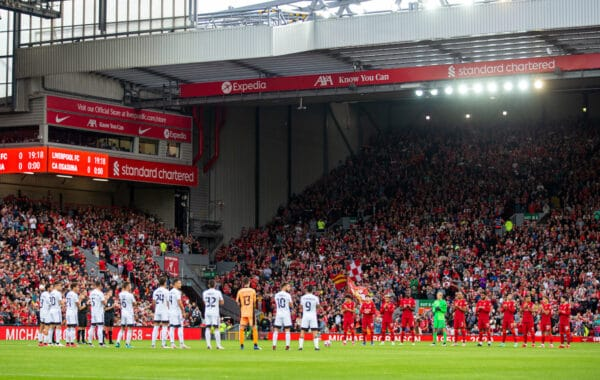 LIVERPOOL, ENGLAND - Monday, August 9, 2021: Liverpool players stand for a moment's applause for former player Michael Robinson before a pre-season friendly match between Liverpool FC and Club Atlético Osasuna at Anfield. (Pic by David Rawcliffe/Propaganda)