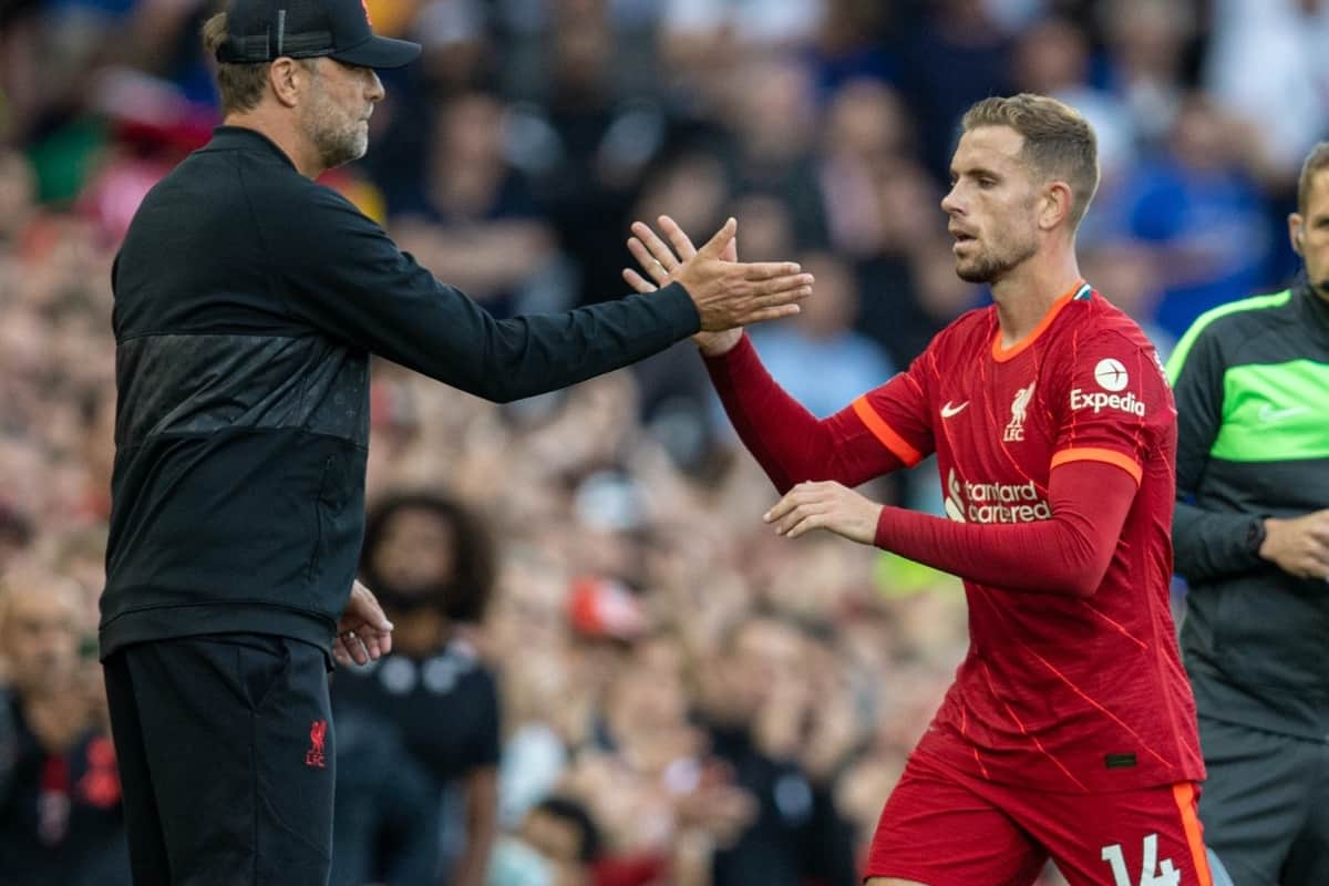 LIVERPOOL, ENGLAND - Saturday, August 28, 2021: Liverpool's captain Jordan Henderson shakes hands with manager Jürgen Klopp as he is substituted during the FA Premier League match between Liverpool FC and Chelsea FC at Anfield. (Pic by David Rawcliffe/Propaganda)