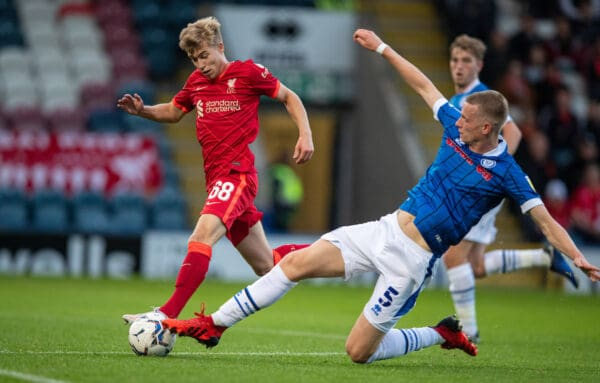 ROCHDALE, ENGLAND - Tuesday, August 31, 2021: Liverpool's Jack Bearne (L) and Rochdale's Max Taylor during the English Football League Trophy match between Rochdale AFC and Liverpool FC Under-21's at Spotland Stadium. (Pic by David Rawcliffe/Propaganda)