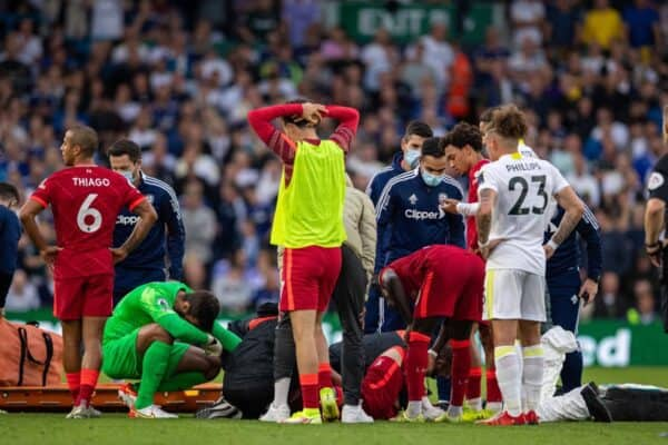 LEEDS, ENGLAND - Sunday, September 12, 2021: Liverpool's players look on as Harvey Elliott receives treatment for an injury before being carried off during the FA Premier League match between Leeds United FC and Liverpool FC at Elland Road. (Pic by David Rawcliffe/Propaganda)