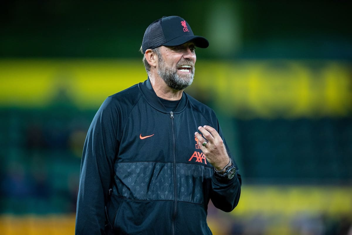 NORWICH, ENGLAND - Tuesday, September 21, 2021: Liverpool's manager Jürgen Klopp during the pre-match warm-up before the Football League Cup 3rd Round match between Norwich City FC and Liverpool FC at Carrow Road. (Pic by David Rawcliffe/Propaganda)