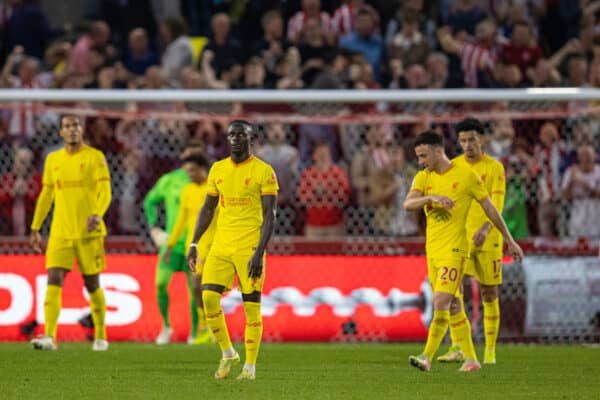 LONDON, ENGLAND - Saturday, September 25, 2021: Liverpool's Sadio Mané and team-mates look dejected as Brentford score a second goal during the FA Premier League match between Brentford FC and Liverpool FC at the Brentford Community Stadium. (Pic by David Rawcliffe/Propaganda)