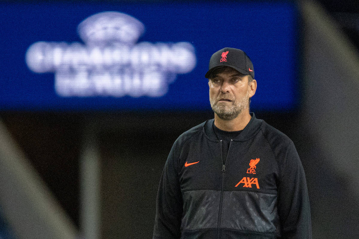 PORTO, PORTUGAL - Tuesday, September 28, 2021: Liverpool's manager Jürgen Klopp during the pre-match warm-up before the UEFA Champions League Group B Matchday 2 game between FC Porto and Liverpool FC at the Estádio do Dragão. (Pic by David Rawcliffe/Propaganda)
