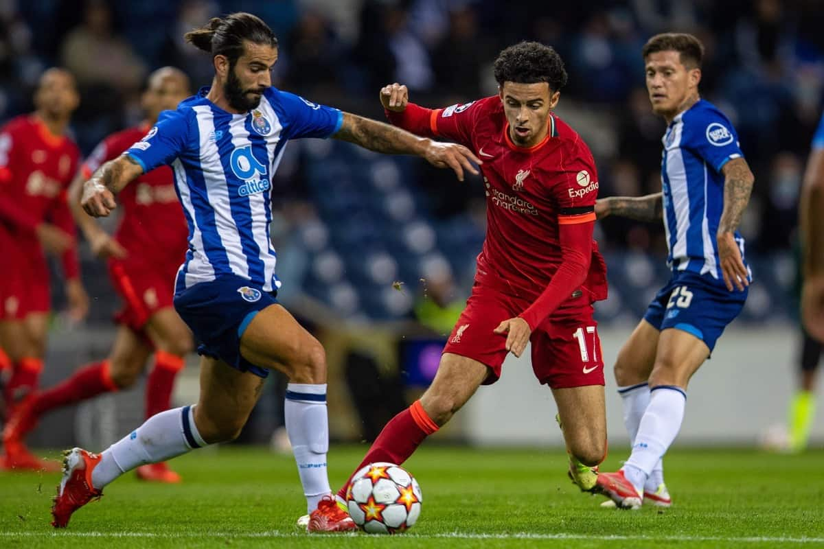PORTO, PORTUGAL - Tuesday, September 28, 2021: Liverpool's Curtis Jones (R) and FC Porto's Se?rgio Oliveira during the UEFA Champions League Group B Matchday 2 game between FC Porto and Liverpool FC at the Estádio do Dragão. (Pic by David Rawcliffe/Propaganda)