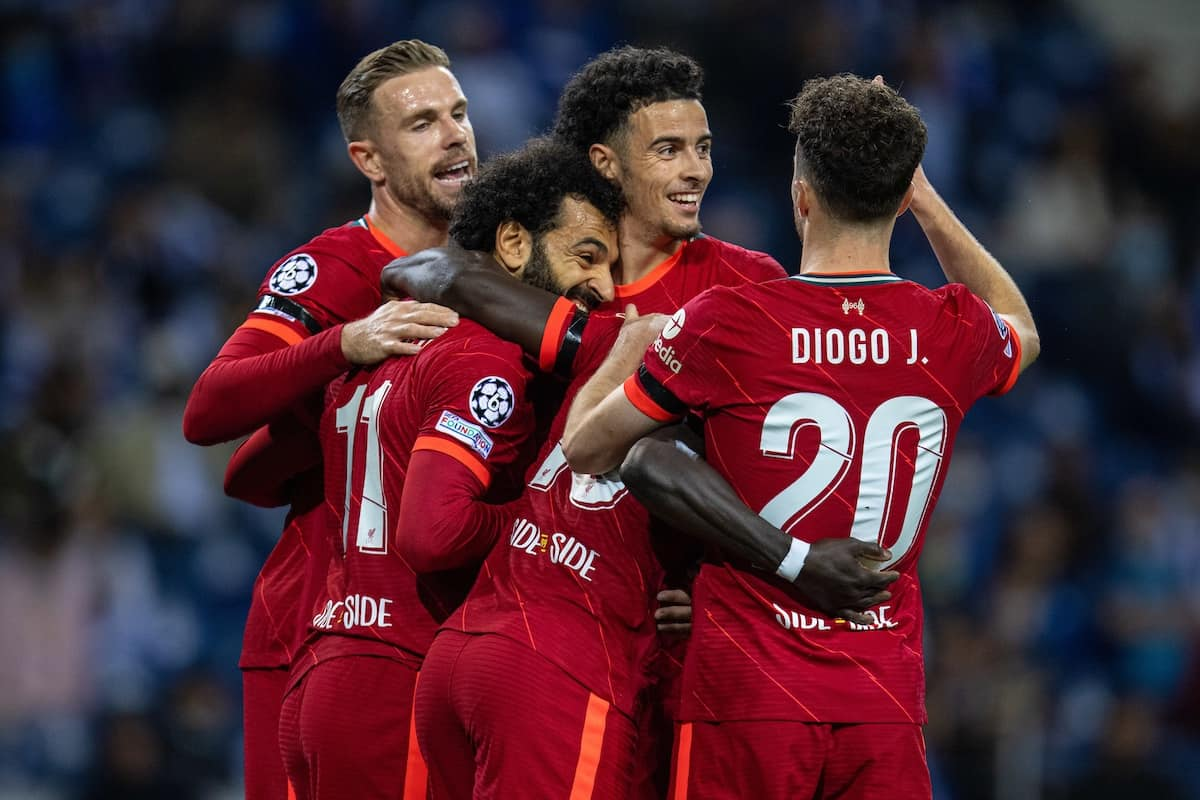 PORTO, PORTUGAL - Tuesday, September 28, 2021: Liverpool's Mohamed Salah (2nd from L) celebrates with team-mates after scoring the first goal during the UEFA Champions League Group B Matchday 2 game between FC Porto and Liverpool FC at the Estádio do Dragão. (Pic by David Rawcliffe/Propaganda)