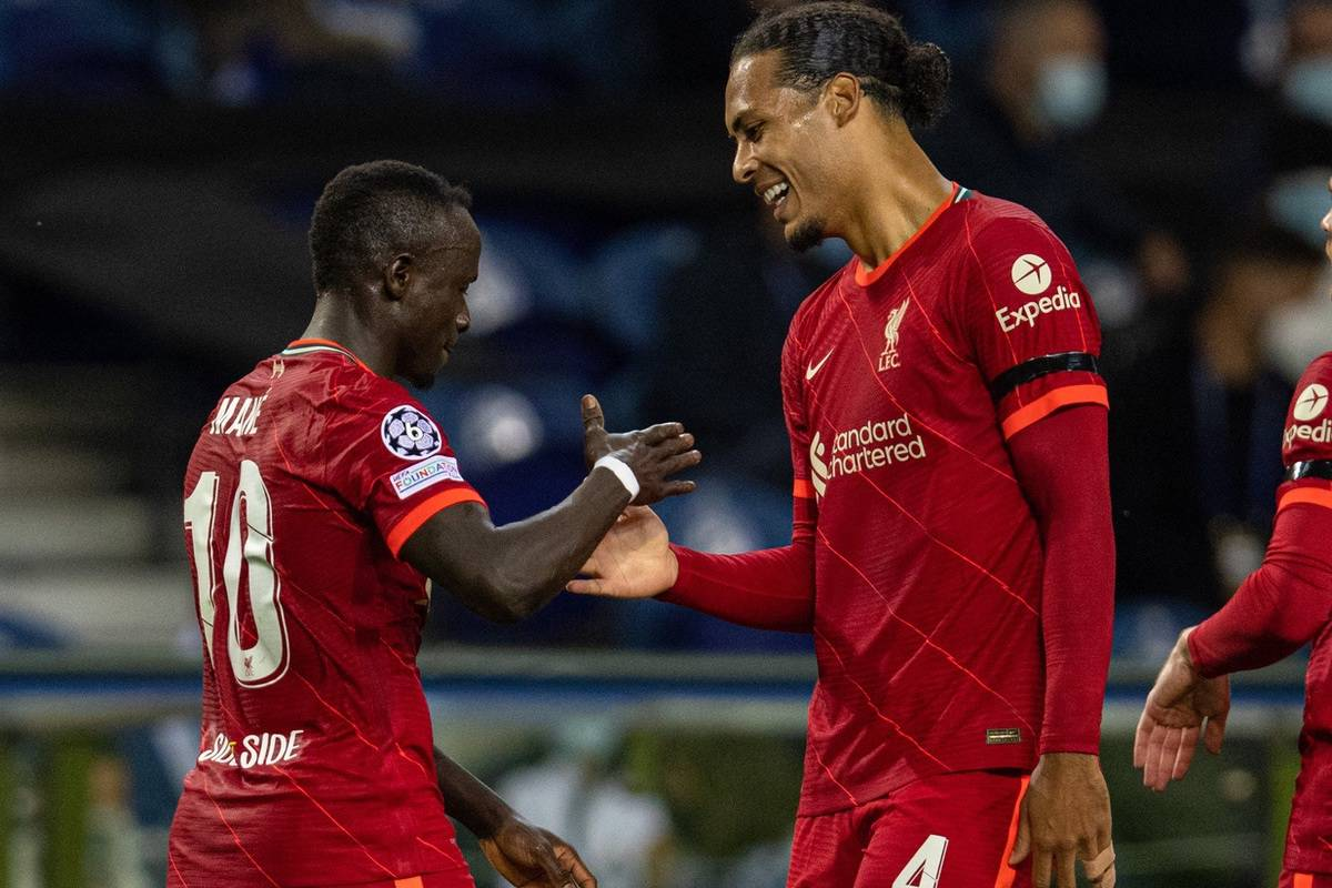 PORTO, PORTUGAL - Tuesday, September 28, 2021: Liverpool's Said Mané (L) celebrates with team-mate Virgil van Dijk (C) after scoring the second goal during the UEFA Champions League Group B Matchday 2 game between FC Porto and Liverpool FC at the Estádio do Dragão. (Pic by David Rawcliffe/Propaganda)