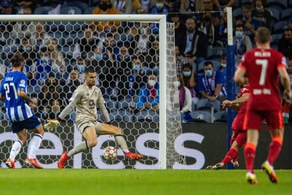 PORTO, PORTUGAL - Tuesday, September 28, 2021: Liverpool's Mohamed Salah (R) scores the third goal past FC Porto's goalkeeper Diogo Costa during the UEFA Champions League Group B Matchday 2 game between FC Porto and Liverpool FC at the Estádio do Dragão. (Pic by David Rawcliffe/Propaganda)