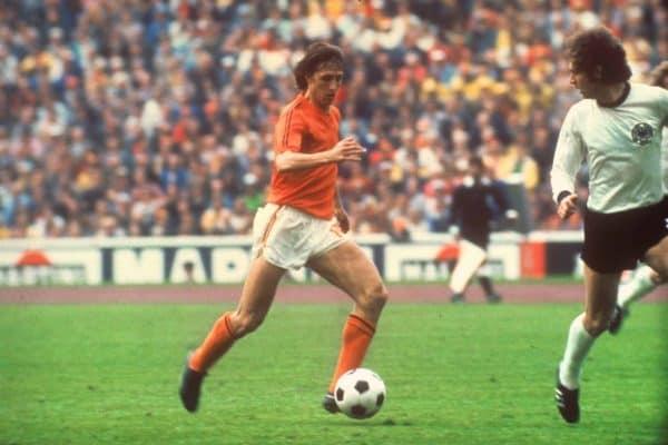 (l-r) Netherlands captain Johan Cruyff tries to get past West Germany captain Franz Beckenbauer.