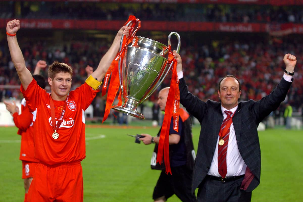 Liverpool's Steven Gerrard and manager Rafael Benitez celebrate with the trophy, Istanbul, 25.05.2005 ( Tony Marshall/EMPICS Sport)