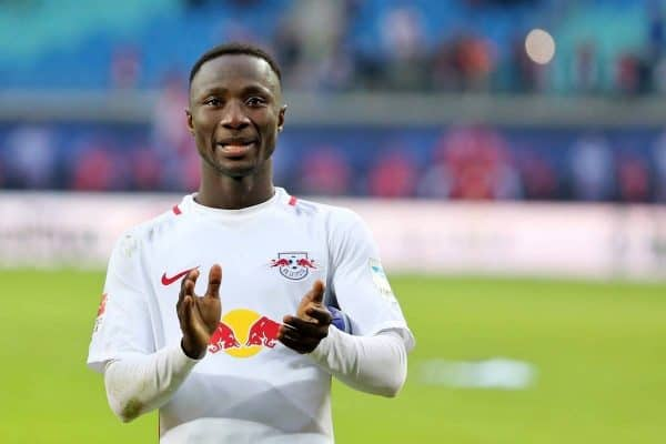 Leipzig's Naby Keita thanks the fans after the German Bundesliga soccer match between RB Leipzig and Werder Bremen at the Red Bull Arena in Leipzig, Germany, 23 October 2016. PHOTO: Jan Woitas/dpa