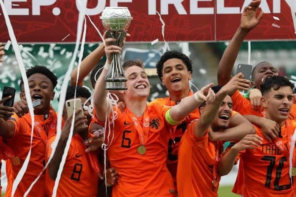 Netherlands captain Kenneth Taylor lifts the cup with his team-mates after victory in the UEFA European Under-17 Championship final at Tallaght Stadium, Dublin. (Brian Lawless/PA Wire/PA Images)