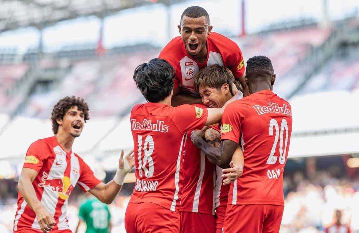 04.08.2019, Red Bull Arena, Salzburg, AUT, 1. FBL, FC Red Bull Salzburg vs SV Mattersburg, Grunddurchgang, 2. Spieltag, im Bild Torjubel Salzburg nach dem 2:0 durch Masaya Okugawa (FC Red Bull Salzburg) // during the tipico Bundesliga 2nd round match between FC Red Bull Salzburg and SV Mattersburg at the Red Bull Arena in Salzburg, Austria on 2019/08/04. Salzburg *** 04 08 2019, Red Bull Arena, Salzburg, AUT, 1 FBL, FC Red Bull Salzburg vs. SV Mattersburg, basic round, 2 matchday, in the picture goal celebration Salzburg after the 2 0 by Masaya Okugawa FC Red Bull Salzburg during the tipico Bundesliga 2nd round match between FC Red Bull Salzburg and SV Mattersburg at the Red Bull Arena in Salzburg, Austria on 2019 08 04 Salzburg EX_FEI.
