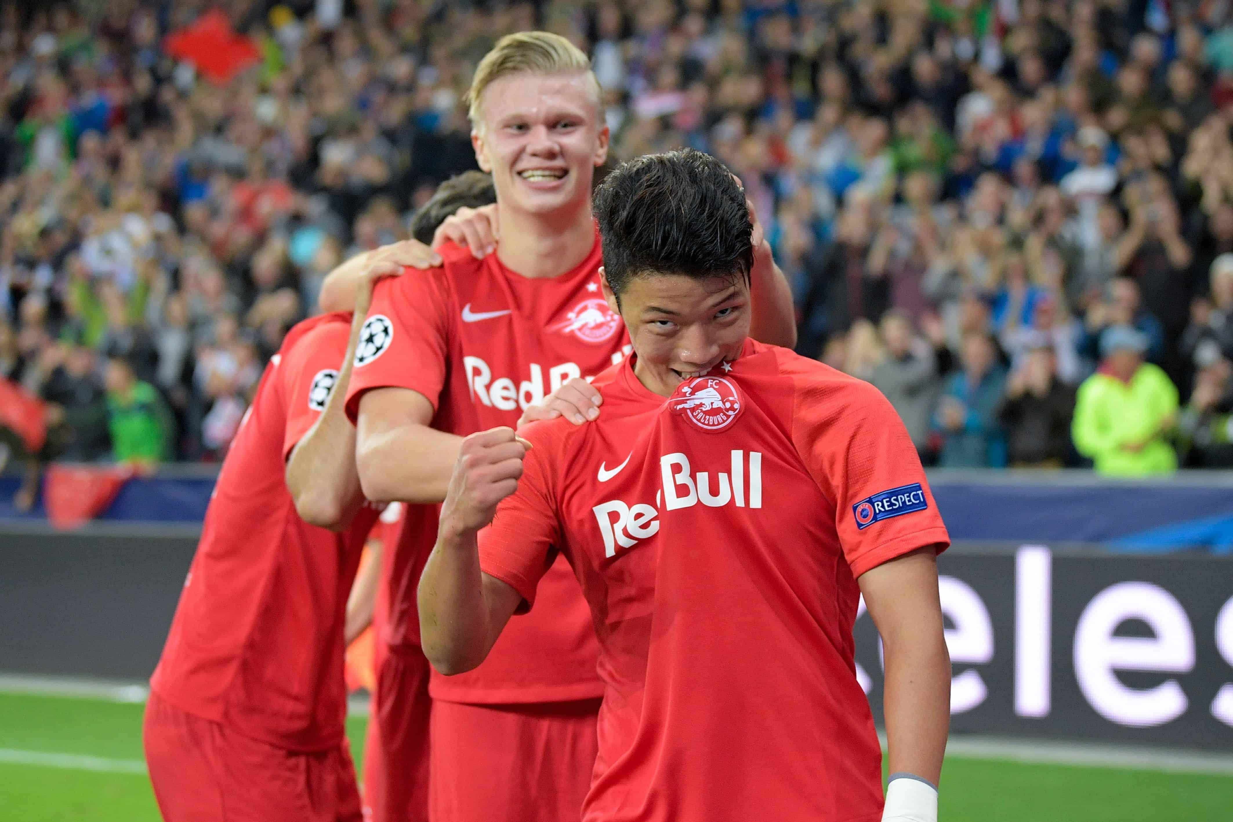 Salzburg, Austria September 17, 2019: CL - 19/20 - RB Salzburg Vs. KRC Genk re. Hee-Chan Hwang (FC Salzburg), cheers after his goal to 3: 0, with his teammates.jubilation / joy / emotion / goaljubel / goalkeeper / goalkeeper / | usage worldwide