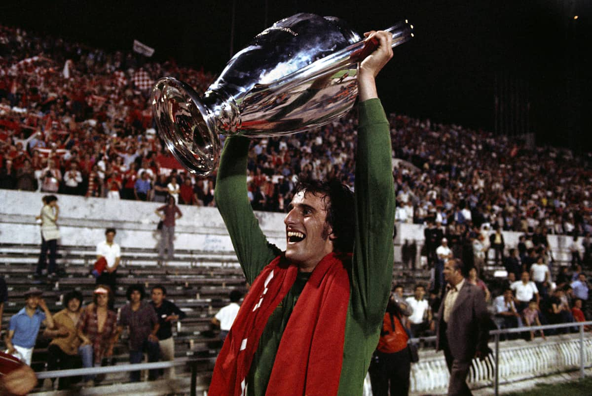 Liverpool's Ray Clemence celebrates with the European Cup, 1977 (Peter Robinson/EMPICS Sport)