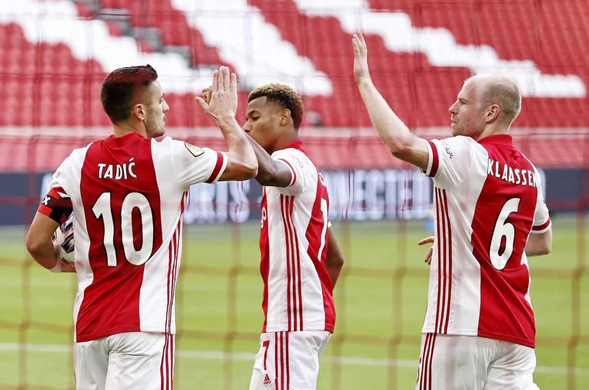 AMSTERDAM - (lr) Dusan Tadic of Ajax, David Neres of Ajax, Davy Klaassen or Ajax celebrate the 2-0 during the Dutch Eredivisie match between Ajax and SC Heerenveen in the Johan Cruijff Arena on October 18, 2020 in Amsterdam, The Netherlands. ANP MAURICE VAN STEEN