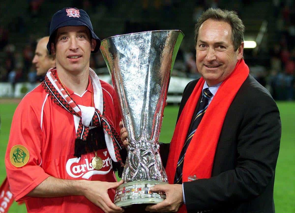 Robbie Fowler und Trainer Gerard Houllier beide Liverpool mit der Troph‰e.