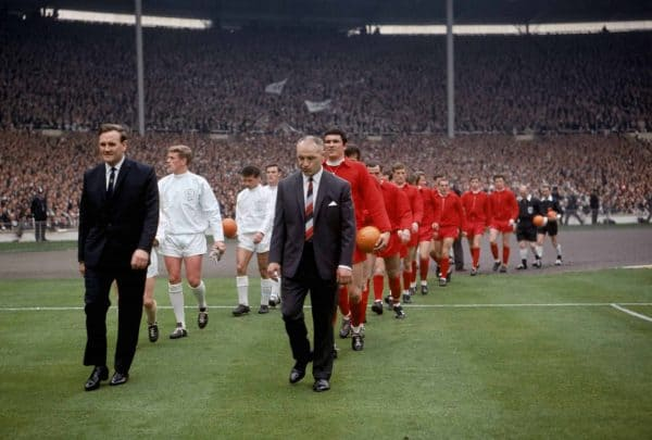 The two managers, Leeds United's Don Revie (l) and Liverpool's Bill Shankly (c), lead their teams out onto the pitch before the match