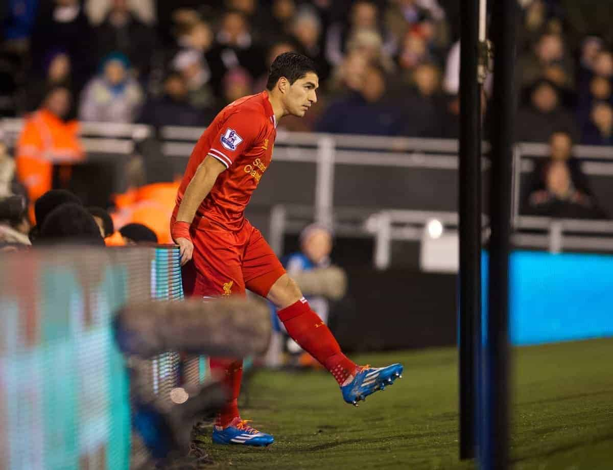 LONDON, ENGLAND - Wednesday, February 12, 2014: Liverpool's Luis Suarez looks dejected against Fulham during the Premiership match at Craven Cottage. (Pic by David Rawcliffe/Propaganda)