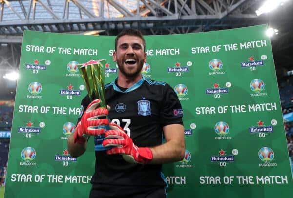 """SAINT PETERSBURG, RUSSIA - JULY 02: Unai Simon of Spain poses for a photograph with the Heineken """"Star of the Match"""" award after the UEFA Euro 2020 Championship Quarter-final match between Switzerland and Spain at Saint Petersburg Stadium on July 02, 2021 in Saint Petersburg, Russia. (Photo by Gonzalo Arroyo - UEFA)"""