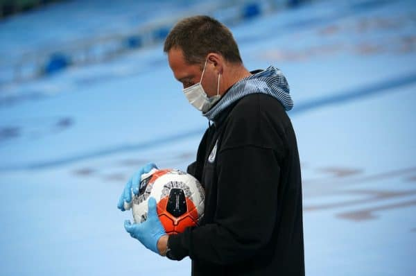 A match ball is wiped during the game (Dave Thompson/NMC Pool/PA)