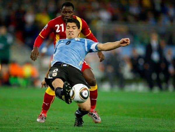 02.07.2010, Soccer City Stadium, Johannesburg, RSA, FIFA WM 2010, Viertelfinale, Uruguay (URU) vs Ghana (GHA) im Bild Kwadwo Asamoah of Ghana vs Luis Suarez of Uruguay, EXPA Pictures (C) 2010, PhotoCredit: EXPA/ Sportida/ Vid Ponikvar, ATTENTION! Slovenia OUT